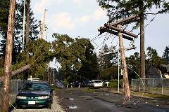 Daño por tormentas en los cables de alto voltaje